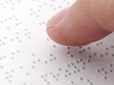 olio con etichetta braille
