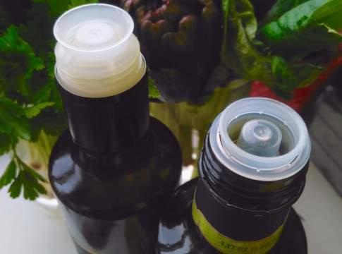 bottiglia di olio con tappo antirabbocco